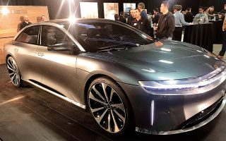 Η Lucid Motors ανέφερε ότι το Air θα διαθέτει έναν και μόνο κινητήρα με ιπποδύναμη 480 άλογα και αυτονομία 406 μιλίων (653,4 χιλιομέτρων), δηλαδή μόλις 4 μίλια (6,5 χιλιόμετρα) μεγαλύτερη από το μοντέλο Model S της Tesla.
