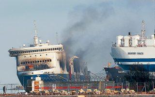 Η φωτιά στο πλοίο εκδηλώθηκε το πρωί της 28ης Δεκεμβρίου 2014. Δώδεκα άνθρωποι έχασαν τη ζωή τους, ενώ οι αγνοούμενοι ξεπερνούν τους δέκα (φωτ. REUTERS).