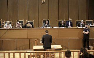 Μεταξύ των πολιτικών στελεχών που εμφανίστηκαν στο δικαστήριο ήταν και ο Ηλίας Κασιδιάρης, που δήλωσε πως ένας νέος εγκλεισμός του στη φυλακή «θα καταστρέψει την επαγγελματική του καριέρα».