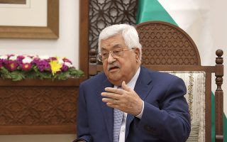 «Καλούμε την ελληνική κυβέρνηση να προχωρήσει στην αναγνώριση του κράτους της Παλαιστίνης», λέει ο Μαχμούντ Αμπάς. (Φωτ. EPA / ALAA BADARNEH)