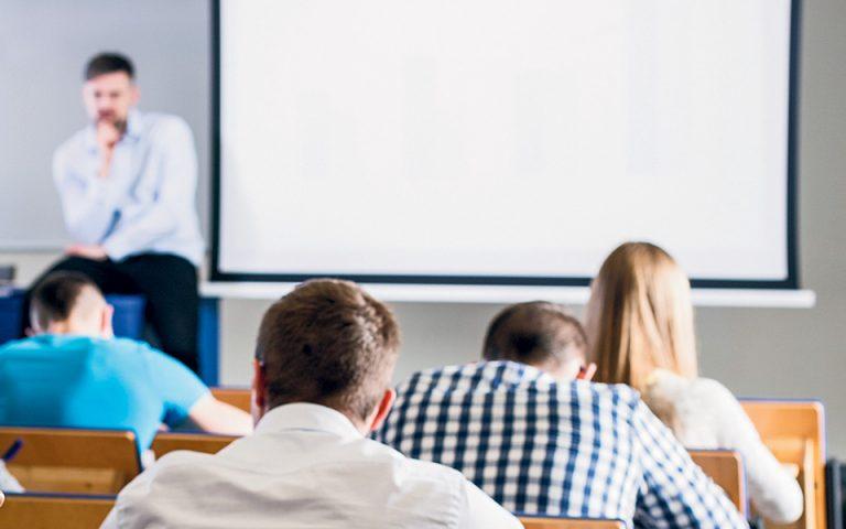 Η ρύθμιση του υπουργείου Παιδείας θεωρείται δέλεαρ στους αποφοίτους ΙΕΚ για να ενισχύσουν τις γνώσεις τους, «καθώς στην Ευρώπη δεν υπάρχουν στεγανά μεταξύ των εκπαιδευτικών βαθμίδων», όπως ανέφερε στην «Κ» υψηλόβαθμο στέλεχος του υπουργείου (φωτ. SHUTTERSTOCK).