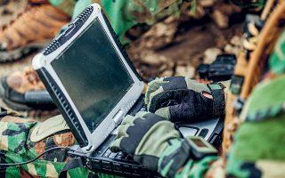 Το λογισμικό εστιάζει στην ασφάλεια κάθε συσκευής που μπορεί να χρησιμοποιείται σε μια στρατιωτική μονάδα, όπως υπολογιστές, τάμπλετ και κινητά (φωτ. SHUTTERSTOCK).