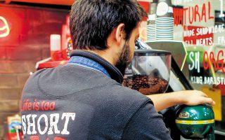 Αυτή τη στιγμή στην Ελλάδα πάνω από 160.000 εργαζόμενοι παραμένουν σε αναστολή σύμβασης και λαμβάνουν από το κράτος 534 ευρώ/μήνα. (Φωτ. ΙΝΤΙΜΕ)