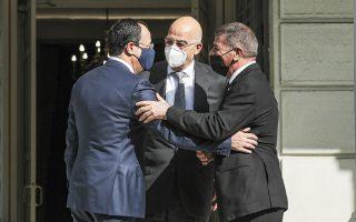 Ο Νίκος Δένδιας υποδέχεται τον Γκάμπι Ασκενάζι και τον Νίκο Χριστοδουλίδη στο υπουργείο Εξωτερικών. (Φωτ. INTIME NEWS)