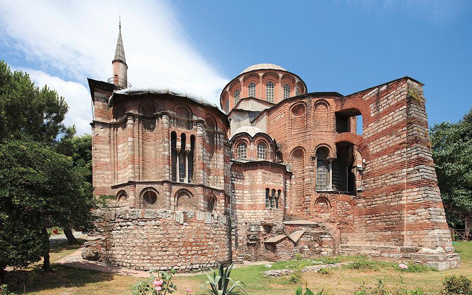 Η ιστορική Μονή της Χώρας, με τα εξαιρετικής τέχνης και ομορφιάς ψηφιδωτά τα οποία καλύφθηκαν, μετατράπηκε σε τζαμί.