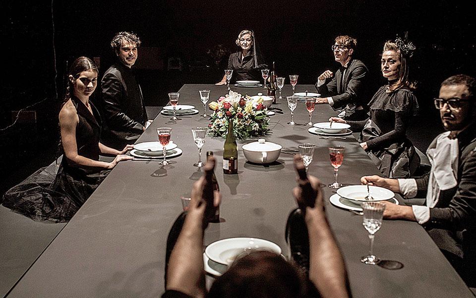 Το έργο της Λούλας Αναγνωστάκη «Σ' εσάς που με ακούτε», στο Εθνικό Θέατρο.