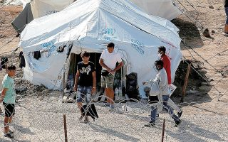 Το υπουργείο Μετανάστευσης και Ασύλου αναφέρει ότι μέσα στις επόμενες ημέρες θα πραγματοποιηθεί η μεταφορά στον δημοτικό καταυλισμό του Καρά Τεπέ 77 ενήλικων προσφύγων και αιτούντων άσυλο. (Φωτ. INTIME NEWS)