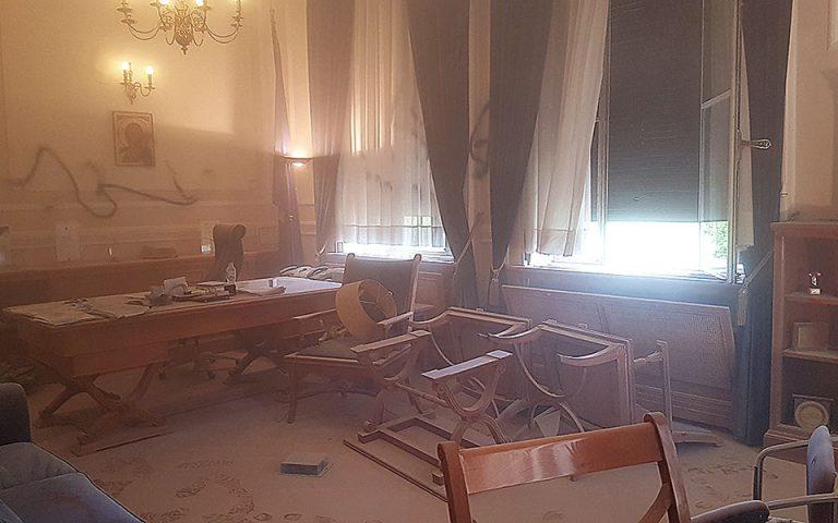 Καταδρομική επίθεση στο γραφείο του πρύτανη ΟΠΑ