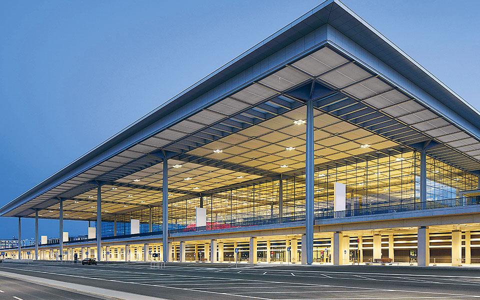 To «Βίλι Μπραντ» θα διεκπεραιώσει τις πρώτες πτήσεις σήμερα, δεδομένου ότι θα προσγειωθούν εκεί αεροσκάφη των εταιρειών Lufthansa και easyJet.