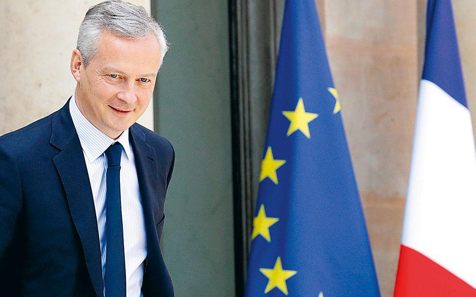 O Γάλλος υπουργός Οικονομικών Μπρινό Λε Μερ ανακοίνωσε χθες ότι η κυβέρνηση θα διαθέτει 10.000 ευρώ τον μήνα σε όσες επιχειρήσεις έχουν λιγότερους από 50 υπαλλήλους. Ακόμη και αν οι εταιρείες δεν κλείσουν, θα επωφεληθούν εάν ο κύκλος εργασιών τους υποστεί απώλεια άνω του 50%.