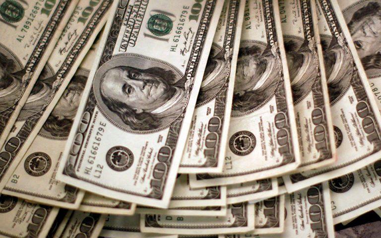 Πώς η πανδημική κρίση ενισχύει την κυριαρχία του δολαρίου στις διεθνείς αγορές