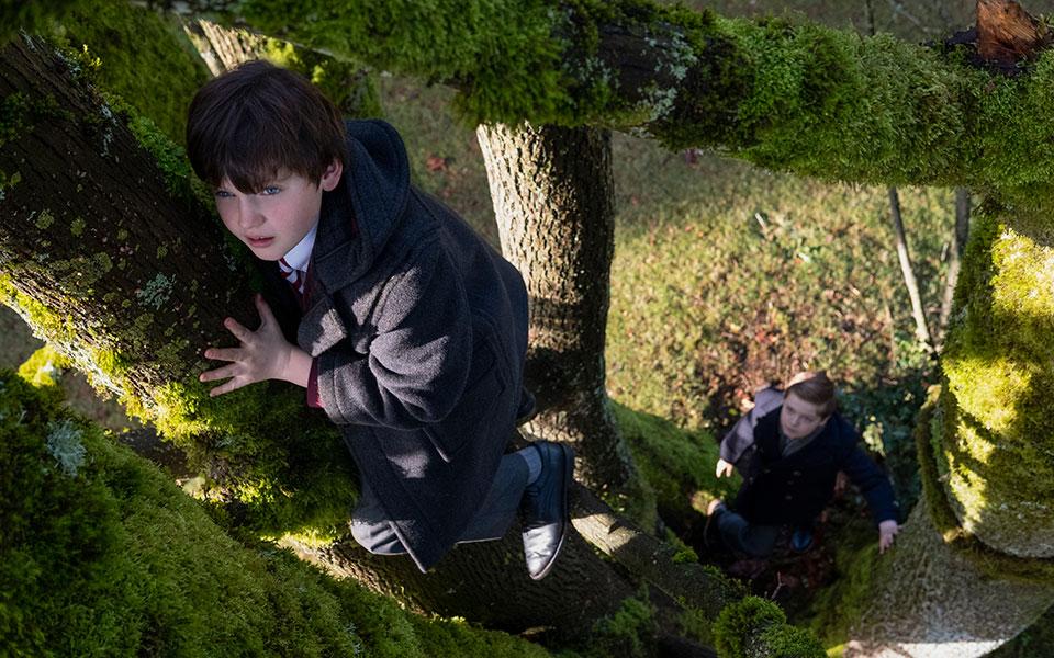 «Οι δαίμονες της έπαυλης Μπλάι», σειρά εμπνευσμένη από τις γοτθικές ιστορίες του Χένρι Τζέιμς, θα προβληθεί από το Netflix. (Φωτ. EIKE SCHROTER/NETFLIX)