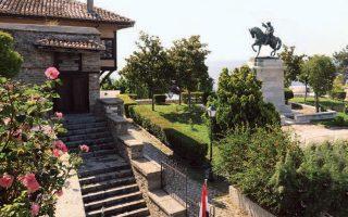 Η οικία του, σε μία από τις ωραιότερες πλατείες της Καβάλας.