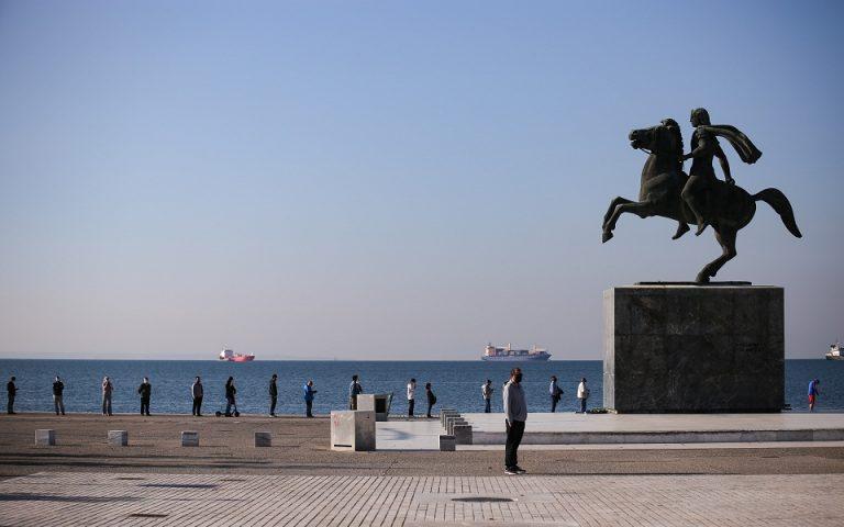 Μεγάλες ουρές για τεστ κορωνοϊού στη Θεσσαλονίκη (εικόνες)