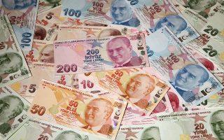 Τον τελευταίο ενάμιση χρόνο, η Τράπεζα της Τουρκίας, σύμφωνα με την Goldman Sachs, έχει δαπανήσει περί τα 134 δισ. δολάρια για να στηρίξει τη λίρα, χωρίς όμως αποτέλεσμα (φωτ. REUTERS/Murad Sezer).