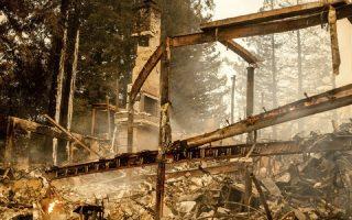 Ένα από τα τουλάχιστον 50 κτίρια που έχουν καεί ολοσχερώς από την πυρκαγιά στην Κοιλάδα Νάπα στη βόρεια Καλιφόρνια (φωτ. Associated Press)
