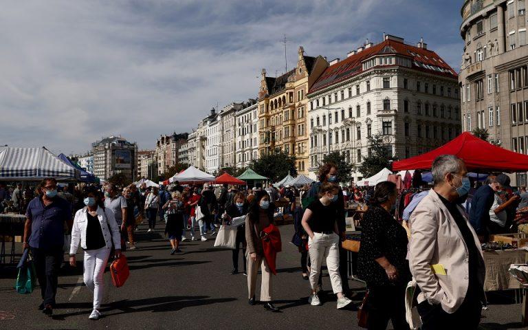 Αυστρία: Στο τραπέζι πρόσθετα μέτρα, εκτός συζήτησης το ενδεχόμενο lockdown