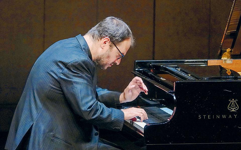 Από τους κορυφαίους Ελληνες πιανίστες σήμερα, ο Τίτος Γουβέλης θέτει διαρκώς υψηλότερους στόχους.  Φωτ. Χαρης Ακριβιάδης