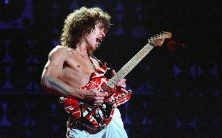 Ο Εντι βαν Αλεν με την κιθάρα Frankenstrat, που είχε κατασκευάσει ο ίδιος.