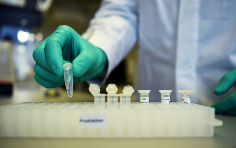 FT: Ισχυρή ανοσοαπόκριση σε ηλικιωμένους από το εμβόλιο της Οξφόρδης