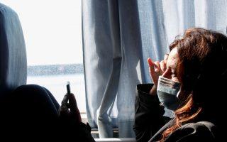 Μεταφορά ηλικιωμένων από γηροκομείο στην Αθήνα χθες, μετά τον εντοπισμό κρουσμάτων SARS-CoV-2 (φωτ. INTIME NEWS).