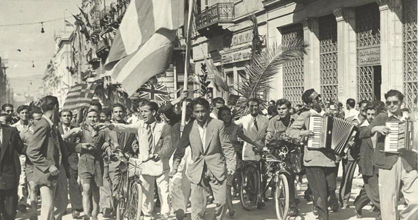 12 Οκτωβρίου 1944: Οι κάτοικοι της πρωτεύουσας πανηγυρίζουν το τέλος τριάμισι χρόνων γερμανικής κατοχής.