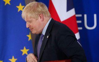 brexit-o-tzonson-etoimos-na-rixei-nero-sto-krasi-ton-epidioxeon-toy0