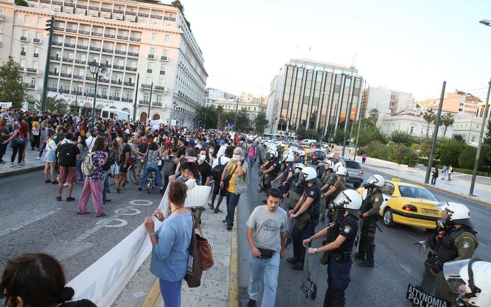 sygkentrosi-kallitechnon-sto-syntagma-foto0