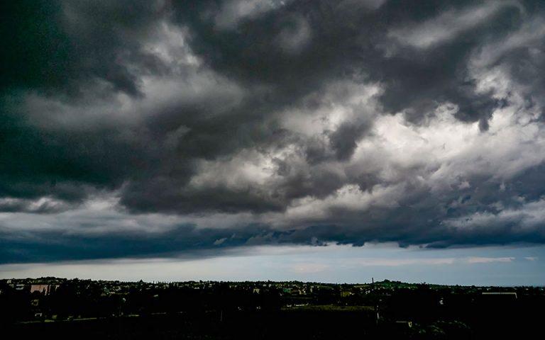 Έκτακτο δελτίο καιρού: Καταιγίδες και χαλάζι – Που θα χτυπήσει η κακοκαιρία