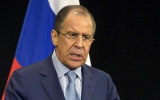 O Σεργκέι Λαβρόφ πρότεινε να στείλει η χώρα του στρατιωτικούς παρατηρητές για την επίβλεψη της ανακωχής στη διαχωριστική γραμμή των εμπολέμων.