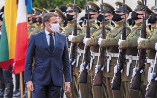 Ο Γάλλος πρόεδρος Εμανουέλ Μακρόν κατά την πρόσφατη επίσκεψή του στη Λιθουανία. Φωτ. A.P. / Mindaugas Kulbis