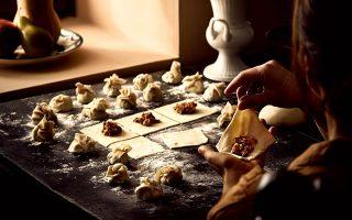 ayti-tin-kyriaki-me-tin-k-mia-istoria-aparamilloy-gastronomikoy-ithoys-561109987