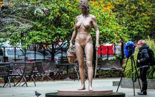 Λουτσιάνο Γκαρμπάτι, «Η Μέδουσα με το κεφάλι του Περσέα». Τα αγάλματα κοσμούν τον δημόσιο χώρο και είναι κατηγορηματικά. Είναι βραβεία, η ένδειξη για το τι θεωρεί σημαντικό μια κοινωνία μια δεδομένη χρονική στιγμή. Φωτ. REUTERS