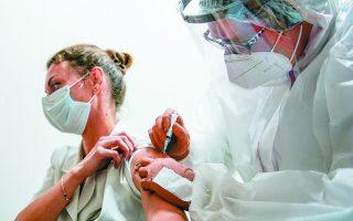 Οι προτάσεις για να επιτευχθεί η ανοσία της αγέλης χωρίς εμβόλιο ενέχουν μεγάλο ποσοστό ρίσκου για τη δημόσια υγεία. Ρίσκο, που μεταφράζεται σε ανθρώπινες ζωές. Φωτ. REUTERS