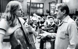 Αξεπέραστη παραμένει η ηχογράφηση του Κοντσέρτου γα τσέλο του Ελγκαρ με τη Ζακλίν ντι Πρε, το 1965. Φωτ. David Farrell / Warner Classics