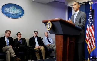 FILE PHOTO: U.S. President Barack Obama (R) is flanked by advisors including press secretary Jay Carney (L) and Vice President Joe Biden (4th L) as he delivers remarks on the debt ceiling crisis in the briefing room at the White House in Washington July 31, 2011.  REUTERS/Jonathan Ernst/File Photo