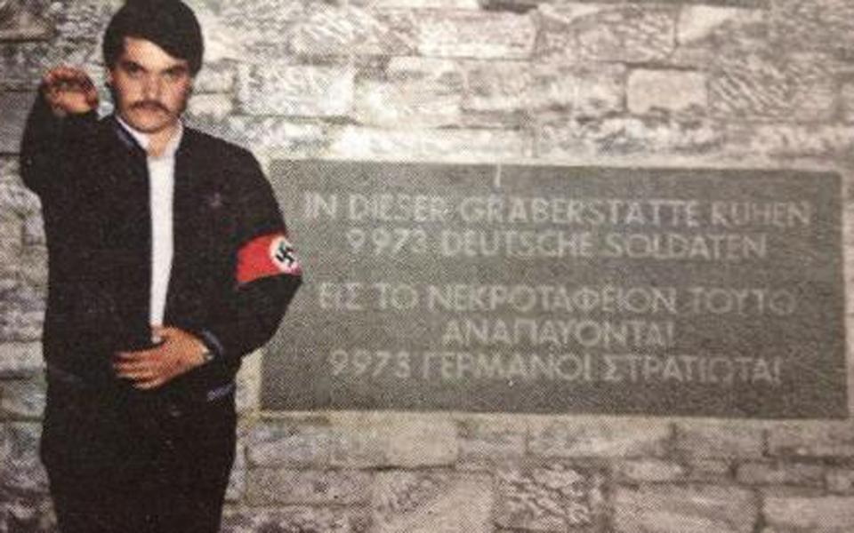 afantos-paramenei-o-christos-pappas-i-schesi-toy-me-ton-nazismo-vinteo-k0
