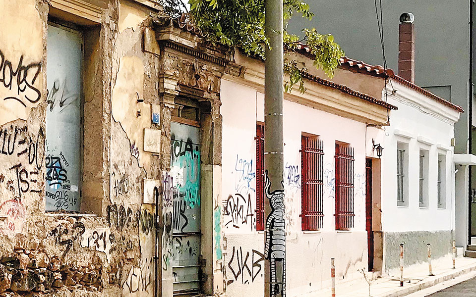 Η μικρή οδός Ευνείδων στο Γκάζι, από την Ιερά Οδό έως την Ευμολπιδών. Φωτ. ΝΙΚΟΣ ΒΑΤΟΠΟΥΛΟΣ