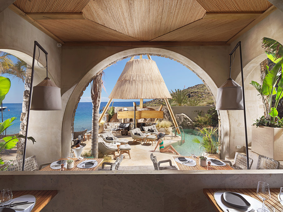 chryso-vraveio-kensho-psarou-beach-restaurant-amp-038-bar-greek-hospitality0