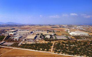 Eάν η ΕΑΒ δεν προχωρήσει σε προσλήψεις εξειδικευμένου προσωπικού, τίθεται εν αμφιβόλω εάν το εργοστάσιο στην Τανάγρα θα επιτυγχάνει την αναβάθμιση 12 μαχητικών ανά έτος (φωτ. ΕΑΒ).