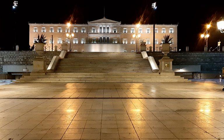 Η νύχτα που απαγορεύτηκε η κυκλοφορία στην Αθήνα (βίντεο)