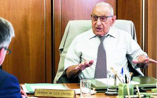 Ο κ. Θεοχαράκης υπογραμμίζει ότι η Ελλάδα έχασε την ευκαιρία να έχει το δικό της εργοστάσιο παραγωγής αυτοκινήτων.