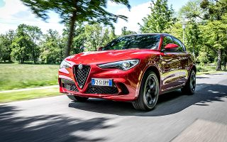 h-alfa-romeo-stelvio-quadrifoglio-einai-gia-akoma-mia-fora-to-suv-of-the-year0
