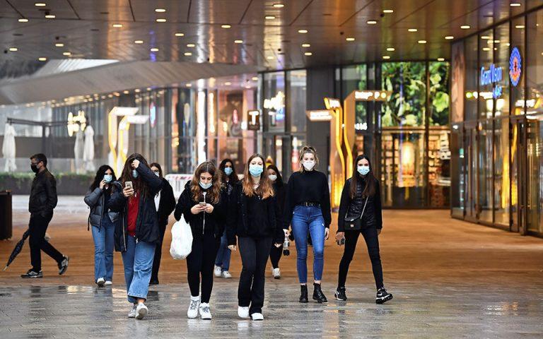 ΗΠΑ: Η χρήση της μάσκας θα μπορούσε να γλυτώσει 130.000 θανάτους