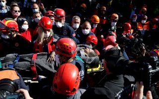 Rescue workers carry a survivor out of a collapsed building after an earthquake in the Aegean port city of Izmir, Turkey October 31, 2020. REUTERS/Kemal Aslan     TPX IMAGES OF THE DAY