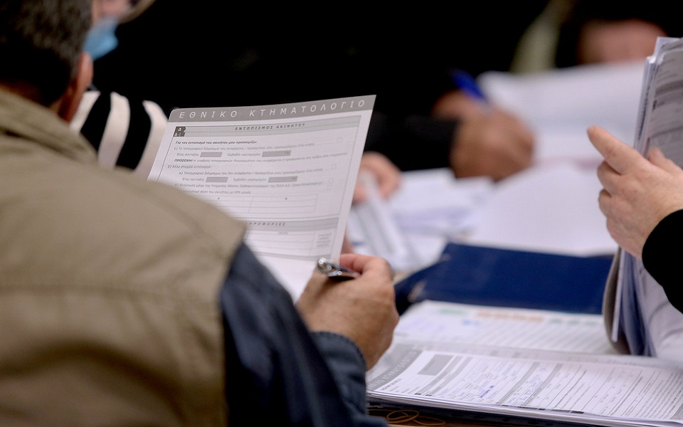 Κόσμος στο Κεντρικό Γραφείο Κτηματογράφησης το οποίο στεγάζεται στα Ολυμπιακά Ακίνητα Γαλατσίου, Τετάρτη 20 Μαρτίου 2019. Συμπληρώθηκε μια εβδομάδα λειτουργίας του Κεντρικού Γραφείου Κτηματογράφησης το οποίο εξυπηρετεί 32 περιφερειακές ενότητες της χώρας και περισσότερους από 3.000 προκαποδιστριακούς ΟΤΑ. ΑΠΕ-ΜΠΕ/ΑΠΕ-ΜΠΕ/Παντελής Σαίτας