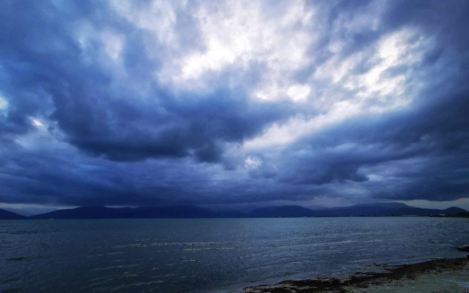Βροχές και ισχυροί βοριάδες στο Αιγαίο την Τετάρτη