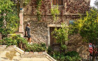 Αστική εμπειρία με ξεχωριστά βιώματα χαρίζει ο περίπατος από του Μακρυγιάννη προς του Φιλοπάππου μέσα από το Κουκάκι. (Φωτογραφίες: ΠΕΡΙΚΛΗΣ ΜΕΡΑΚΟΣ)