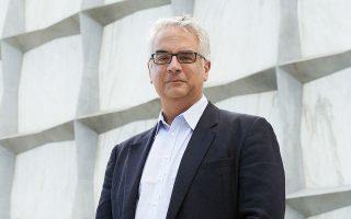 Ο κ. Νίκολας Χρηστάκης, διευθυντής του Εργαστηρίου Ανθρώπινης Φύσης στο Πανεπιστήμιο Γέιλ, προβλέπει επιστροφή στην κανονικότητα το 2024.