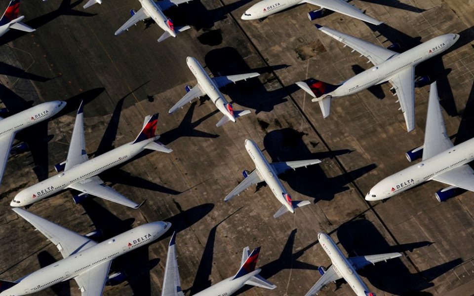 FILE PHOTO: Delta Air Lines passenger planes are seen parked due to flight reductions made to slow the spread of coronavirus disease (COVID-19), at Birmingham-Shuttlesworth International Airport in Birmingham, Alabama, U.S. March 25, 2020.  REUTERS/Elijah Nouvelage/File Photo  GLOBAL BUSINESS WEEK AHEAD